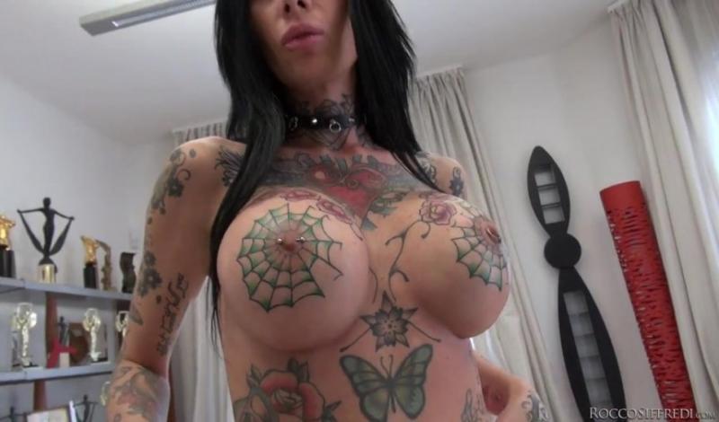 Порно актриса с татуировками в виде паутины на груди, порно студии приват и другие смотреть видео