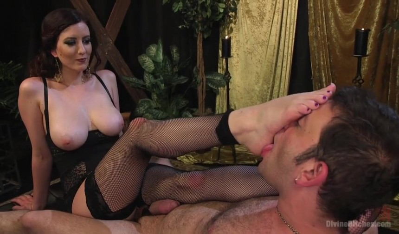 Порно видео госпожа дала слизать сперму рабу